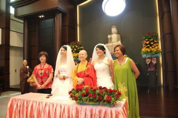 11/08/20121144 Así fue la primera boda gay budista