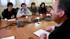 Peribonio se reunió con dirigentes estudiantiles.