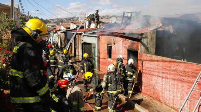 Bomberos de Chile: no necesitamos sueldo para seguir ayudand