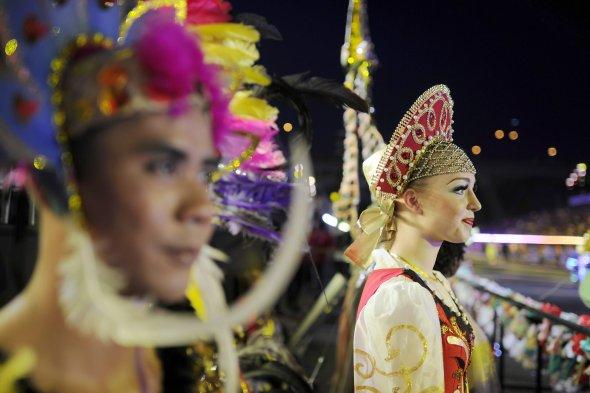 Fotos Colorido Desfile Chingay En Singapur Reunio 11 Mil Artistas