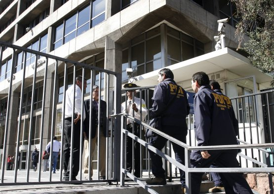 Fotos el allanamiento de las oficinas de endesa chile en for Oficinas de endesa en malaga