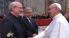 Valenzuela junto al Papa.