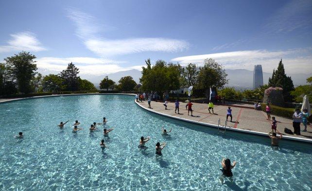 Fotos piscina del cerro san crist bal abri su temporada for Construccion de piscinas precios chile