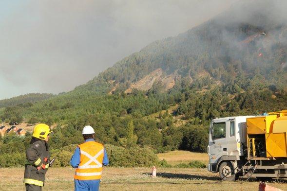 Fotos incendio afecta a cerro divisadero en coyhaique for Oficina nacional de deportes