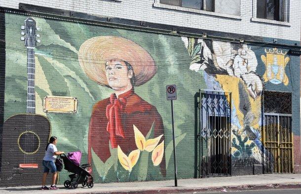 Fotos Pintor Salvadore O Termin Su Tercer Mural Sobre