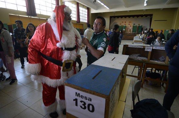 Baño Nuevo Coyhaique:Fotos] El Viejo Pascuero votó en Valparaíso para las elecciones