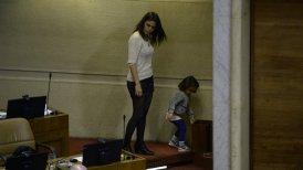El jueves la legisladora acudió a la sesión de la Cámara acompañada por su hija Adela.