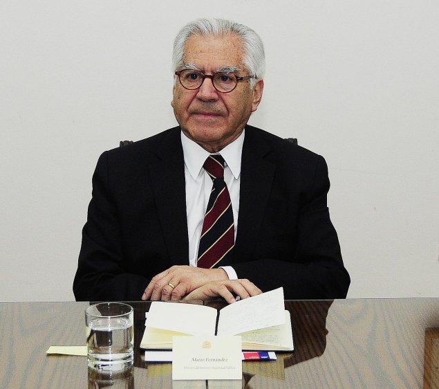 Guillier recula tras comentario humor stico sobre el for Foto del ministro del interior