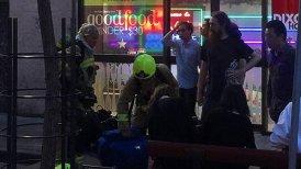 La explosión de gas reventó la puerta de un edificio de cinco pisos.