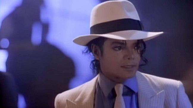 Subastan por 7 millones el sombrero de Michael Jackson en.