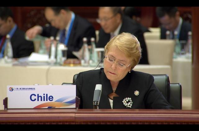 Evacúan a presidenta Bachelet en aeropuerto de Auckland por emergencia