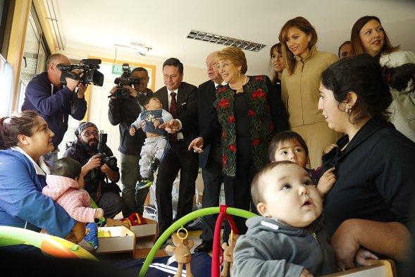 Fotos presidenta bachelet inaugur jard n infantil que for Sala 7 concepcion