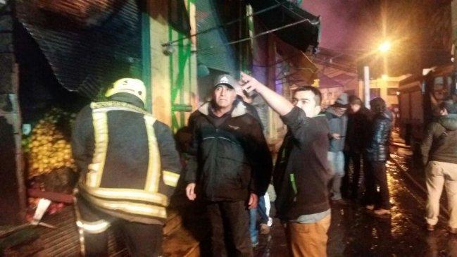 FOTOS+VIDEOS | Incendio afecta a tradicional Mercado Cardonal de Valparaíso