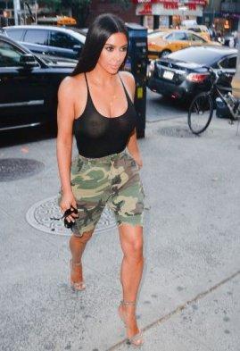 Fotos kim kardashian se pasea por nueva york sin ropa for Rihanna sin ropa interior
