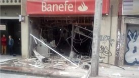 La sucursal del banco Banefe quedó completamente destruida tras el intento de robo.