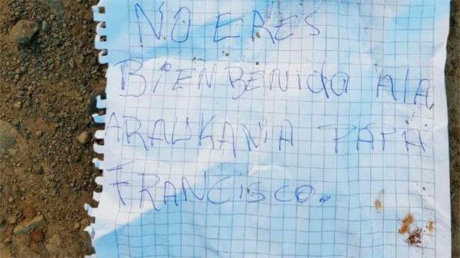Hallan panfletos contra el Papa tras nuevo ataque incendiario en Ercilla