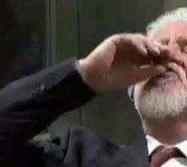 Corte de la antigua Yugoslavia anunció investigación por suicidio durante juicio