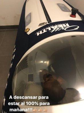 Así se recupera Arturo Vidal en cámara hiperbárica. Carthago Servicios Técnicos.