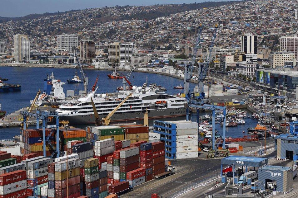 El crucero Le Boreal, de la empresa Ponant, recaló este lunes en Valparaíso, en el penúltimo de las 15 arribos de este tipo de embarcaciones a este puerto en la temporada 2017-2018, la que concluirá con la llegada del Crystal Symphony el próximo 6 de abril.