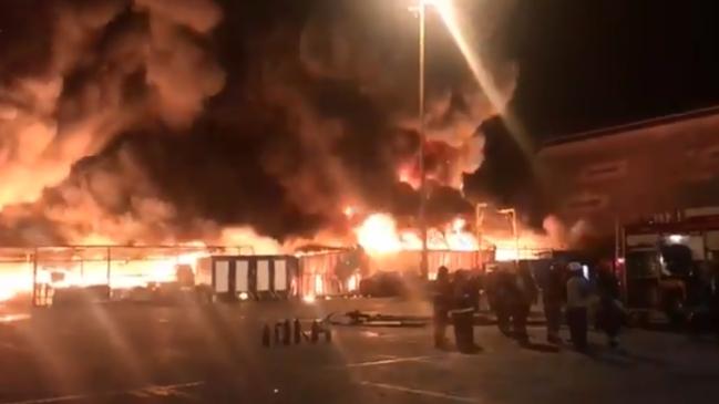Incendio se registra en el puerto de Iquique