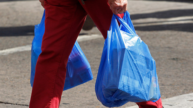 Gobierno prohibirá las bolsas plásticas en todo Chile