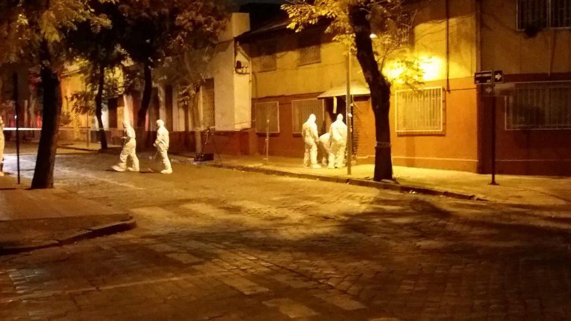 Carabineros investiga atentado incendiario a cooperativa en centro de Santiago