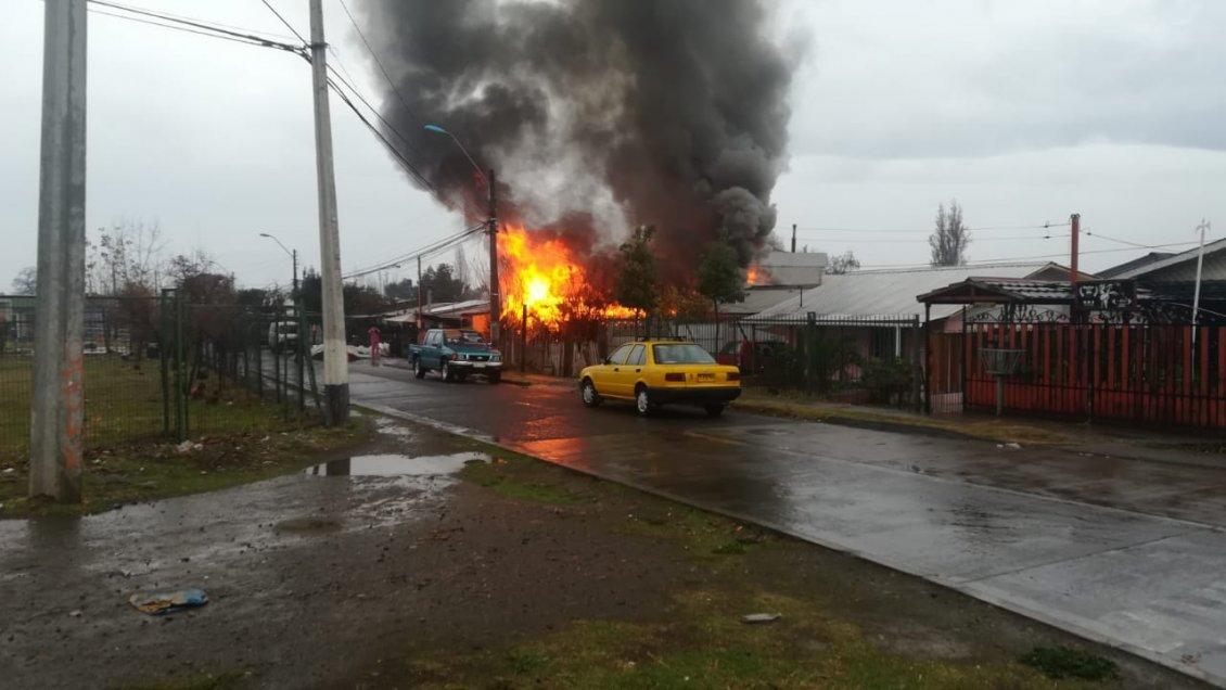 Machalí: Incendio destruyó una vivienda y dejó a un adulto mayor fallecido