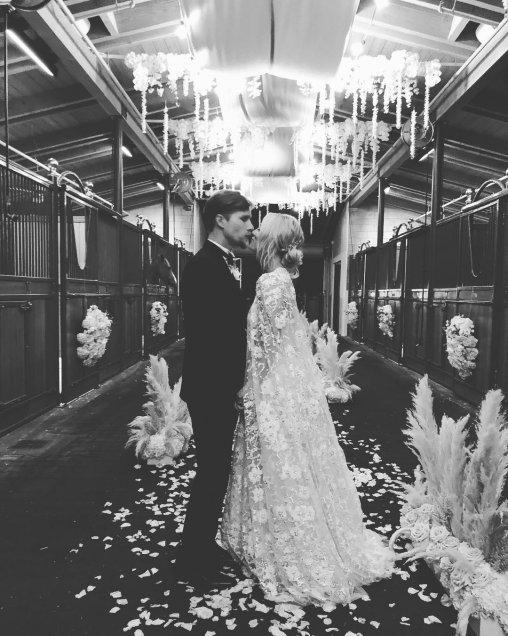 Kaley Cuoco celebra su boda con Karl Cook
