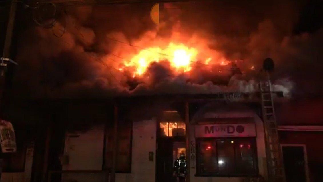 Rio Bueno: Son seis los locales comerciales que fueron consumidos por el fuego en barrio histórico