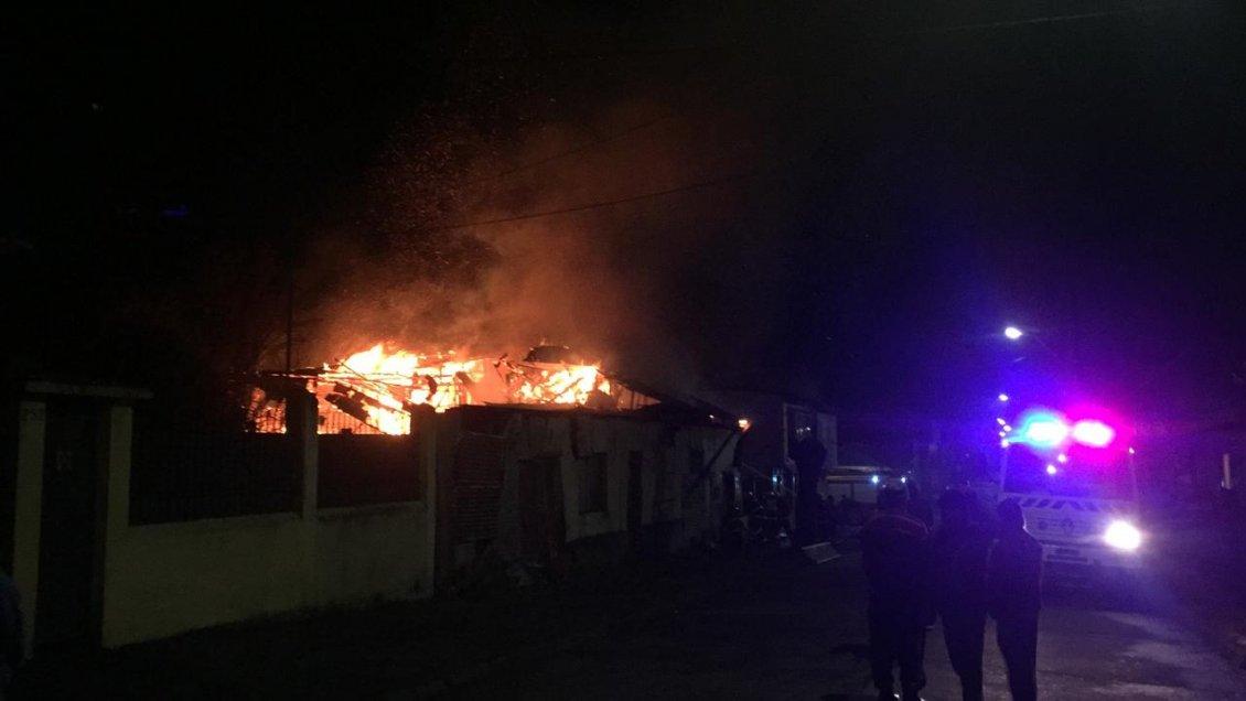Lota: Incendio afectó a tres inmuebles y deja igual número de personas damnificadas