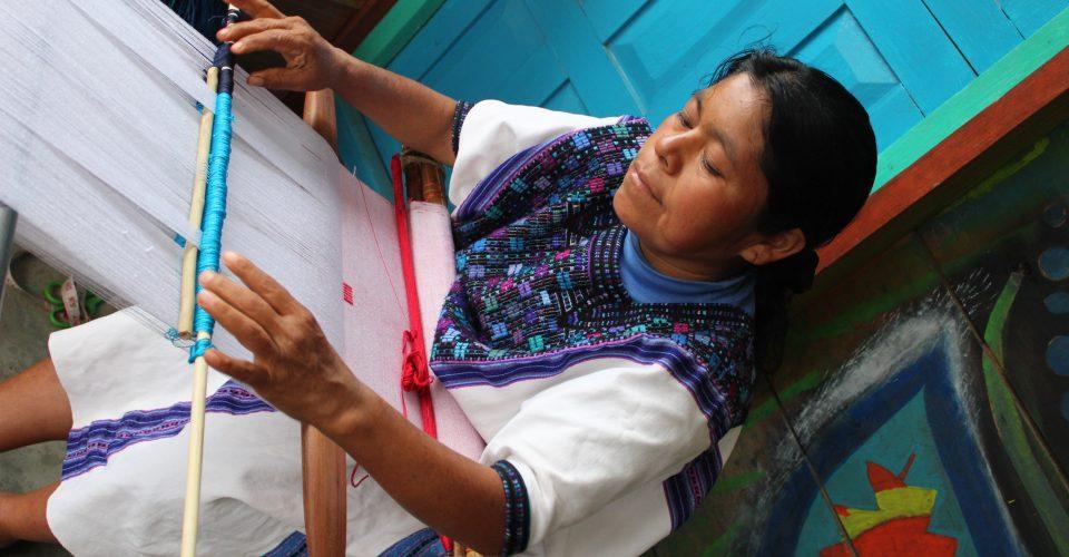 fa38181323 Artesanas indígenas de México acusan que Zara plagió sus bordados ...