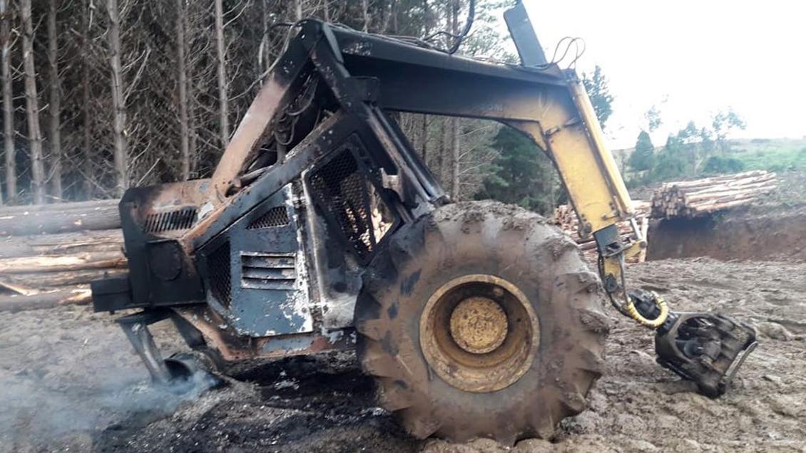 Denuncian ataque incendiario contra cinco máquinas forestales en Los Álamos