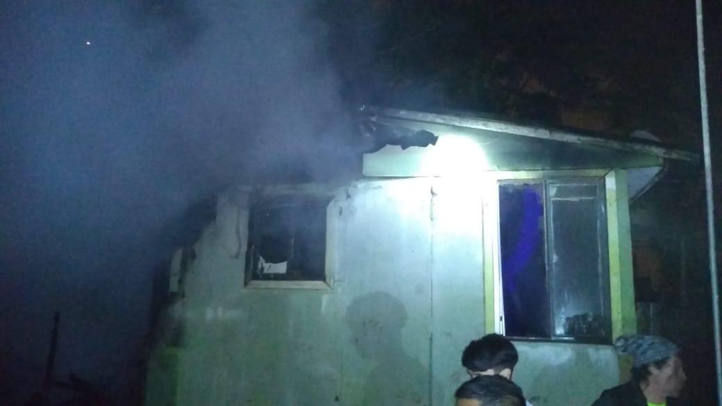 Incendio destruyó dos viviendas en cerro Playa Ancha de Valparaíso