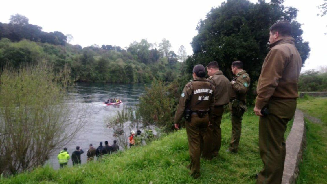 Investigan hallazgo de cuerpo al interior de vehículo en Río Bueno ...