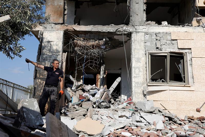 Israel lanza ataques aéreos contra Gaza en represalia a lanzamiento de cohetes
