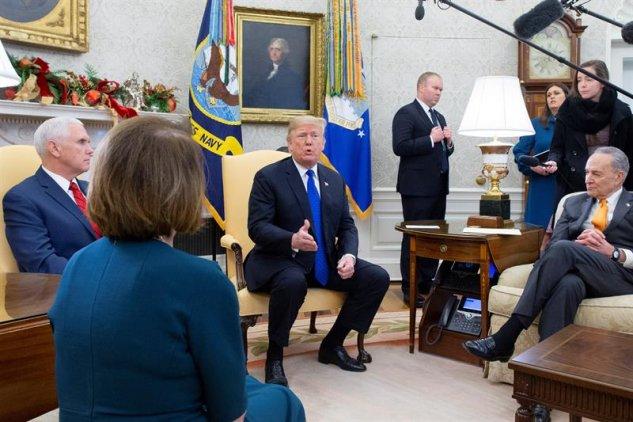Militares podrían construir el muro fronterizo, dice Trump