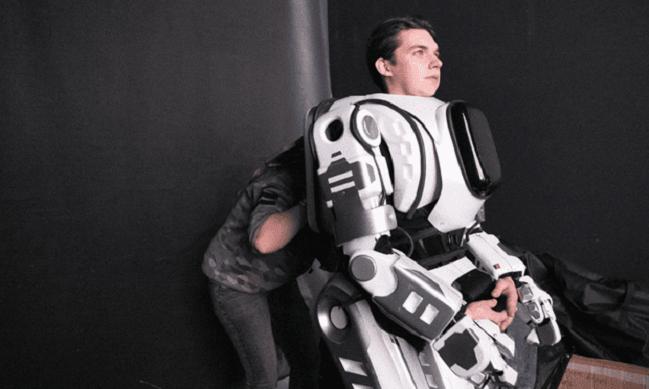Un robot ruso de alta tecnología resultó ser un hombre disfrazado