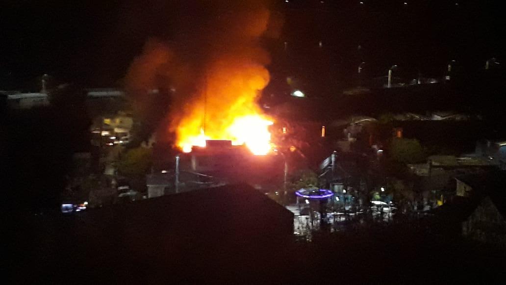 Incendio dejó dos viviendas destruidas y 13 personas damnificadas en Constitución