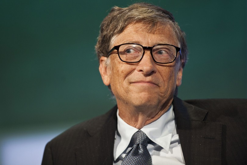 Captan a Bill Gates haciendo cola por una hamburguesa