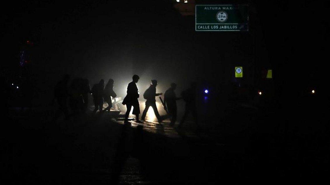 La mitad de Venezuela completó 40 horas sin luz