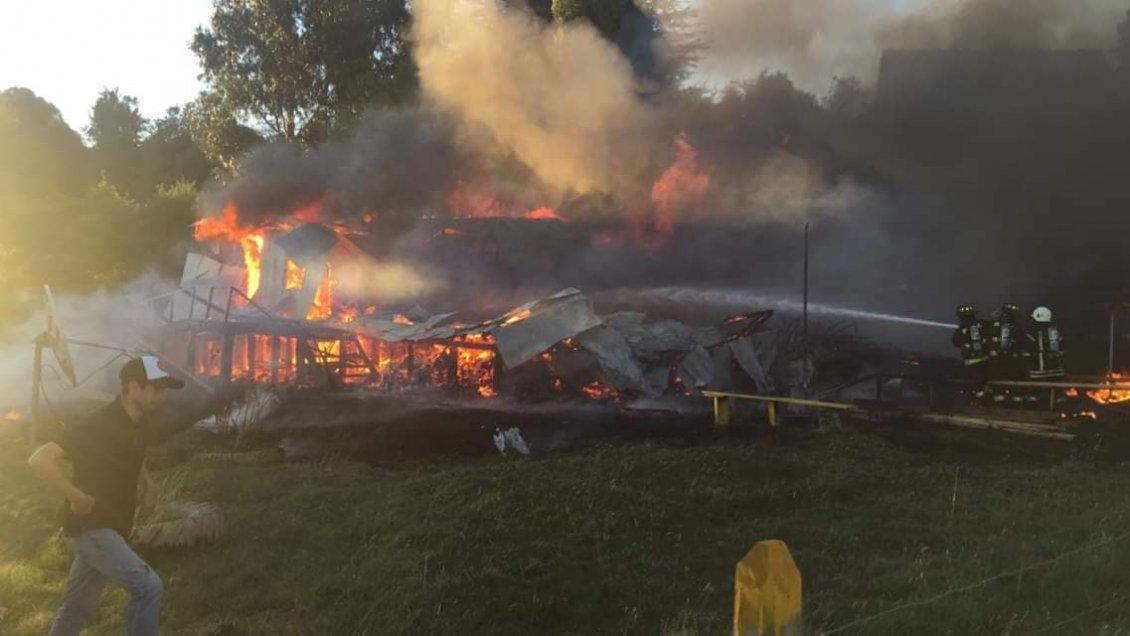 Quellón: Incendio destruyó Escuela de Trincao