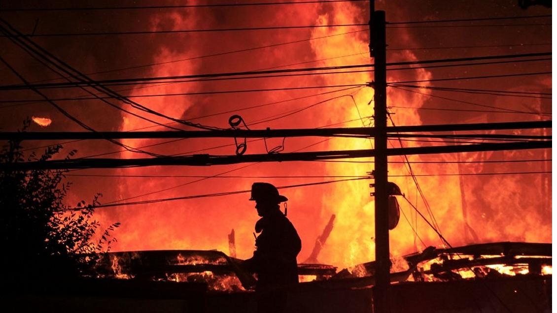 Un incendio afecta a viviendas en Viña del Mar