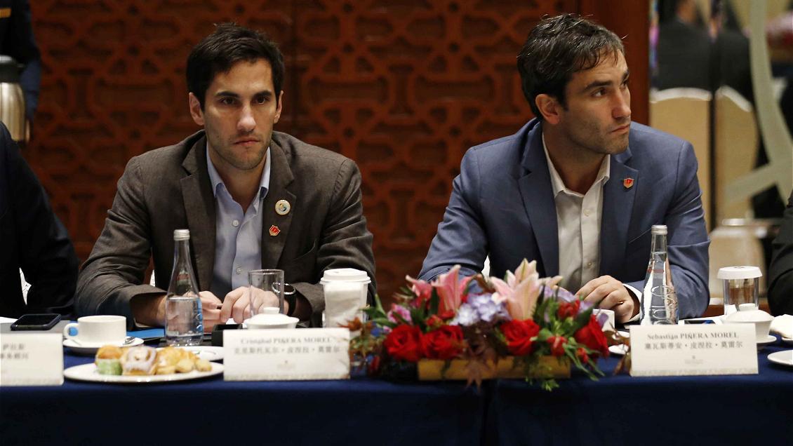 Cadem: Un 65% rechaza la presencia de los hijos de Piñera en reunión con empresarios chinos