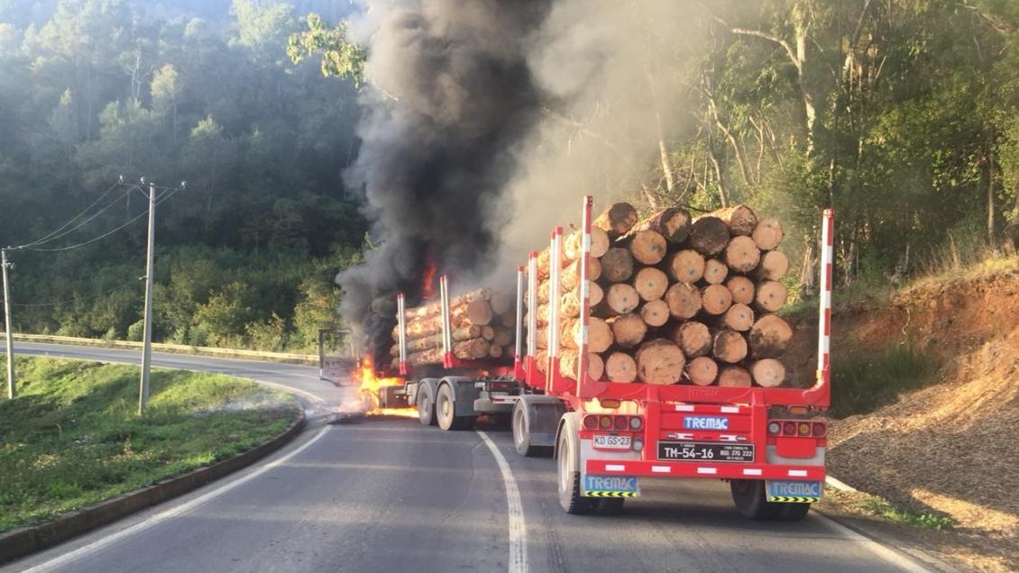 Dos camiones fueron quemados en la ruta Contulmo-Cañete