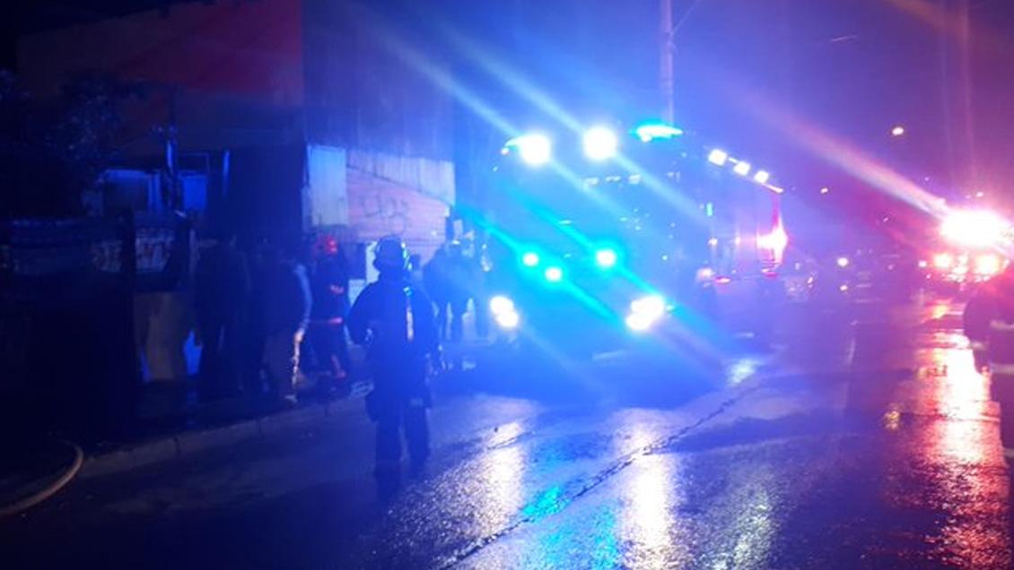 Incendio destruyó una vivienda utilizada como cité en Peñalolén