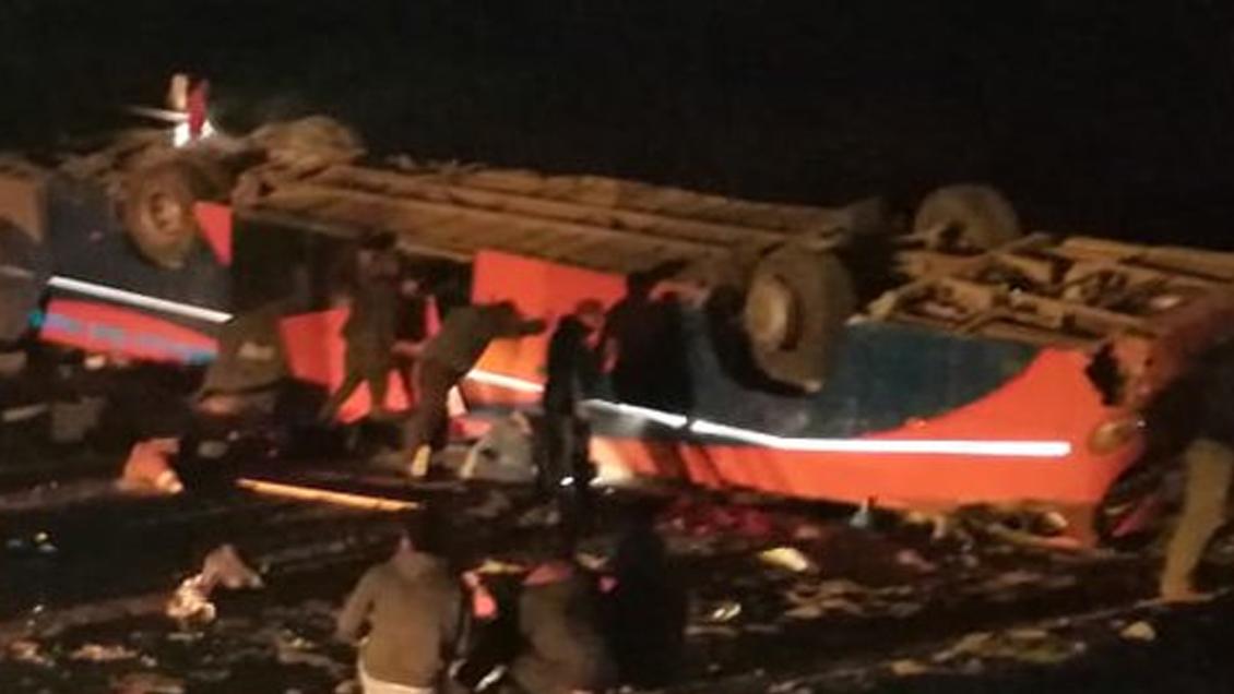Fatal volcamiento de bus con trabajadores en Tarapacá