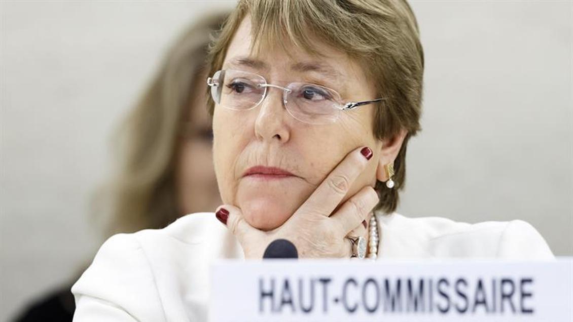 China defendió encierros masivos en la conflictiva región de Xinjiang e invitó a Bachelet
