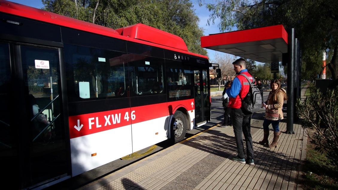Mejoró frecuencia y regularidad del transporte público de Santiago en el segundo trimestre