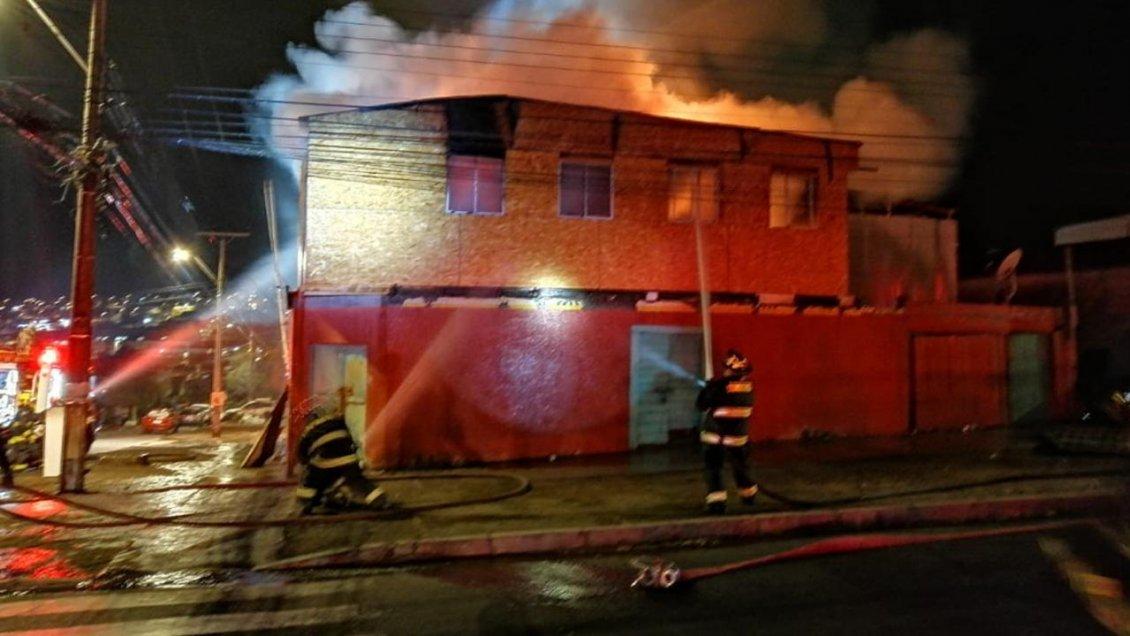 Tocopilla: Incendio que comenzó en una casa deshabitada dejó dos lesionados