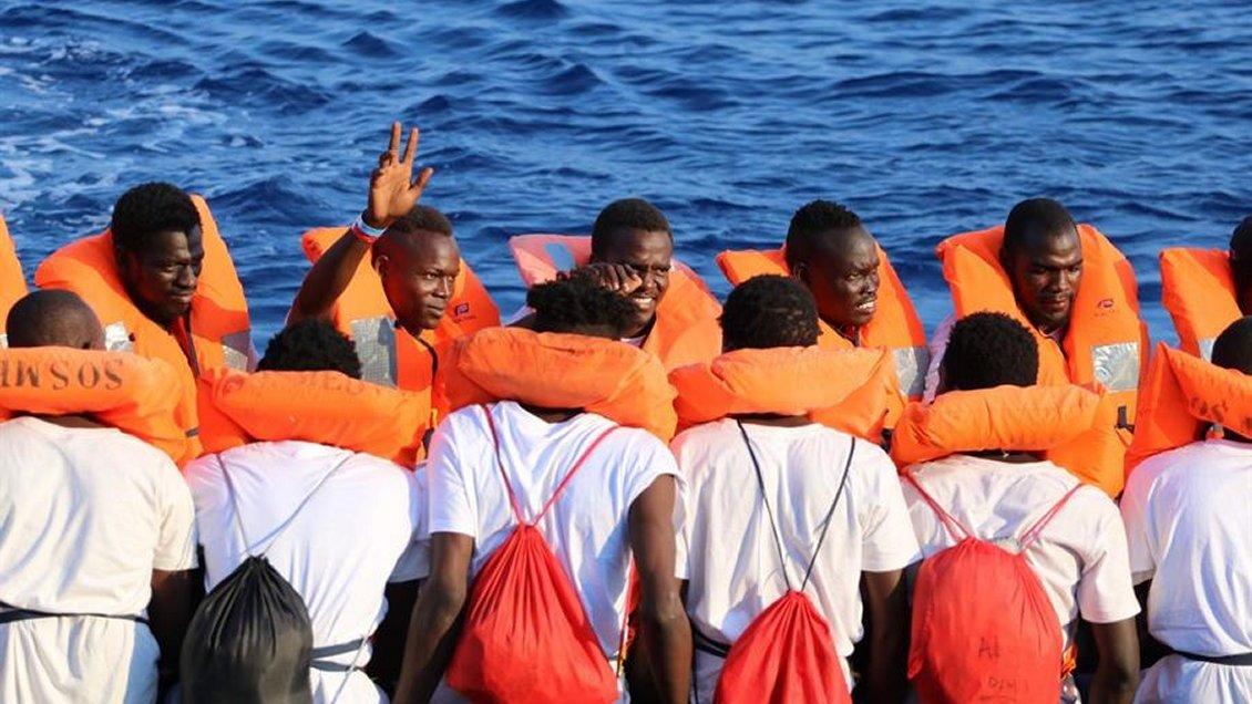 Italia autoriza desembarco de mujeres, niños y enfermos desde buque humanitario